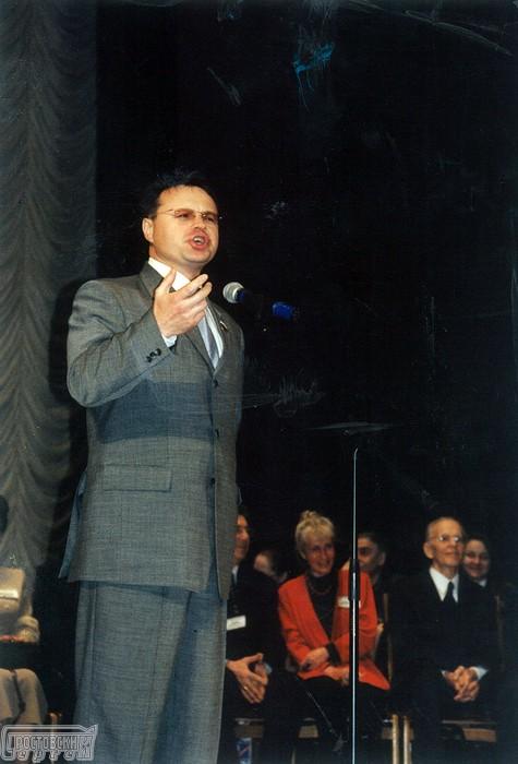Выступление Сергея Ростовского, исполнение авторских песен